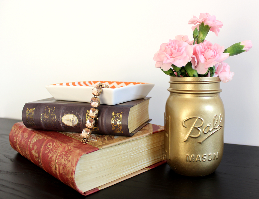 Gold-Painted-Mason-Jar-DIY