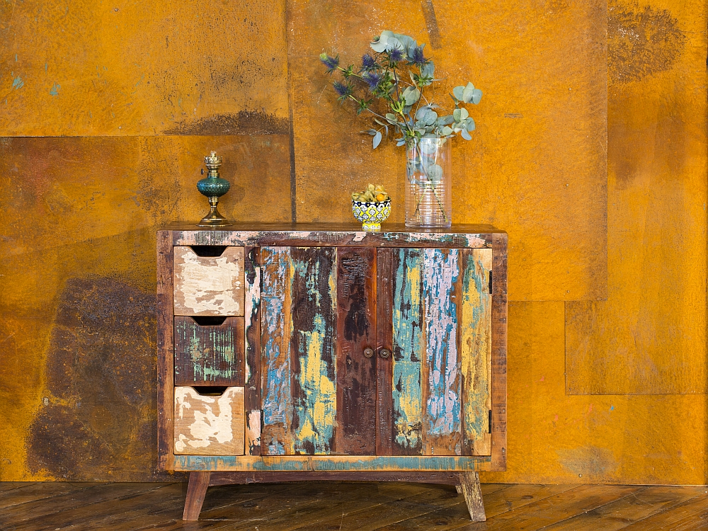 Gorgeous cabinet brings home a eco-friendly, vintage look