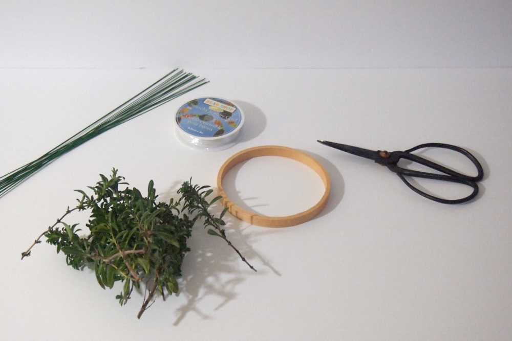 How to make a herb wreath