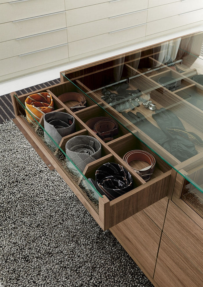 Island unit in the walk-in wardrobe with small compartments