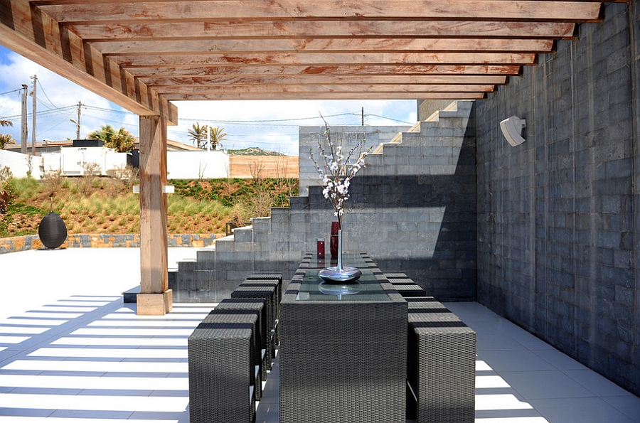 Modern and minimal outdoor dining area [Design: Utopia Lifestyle]