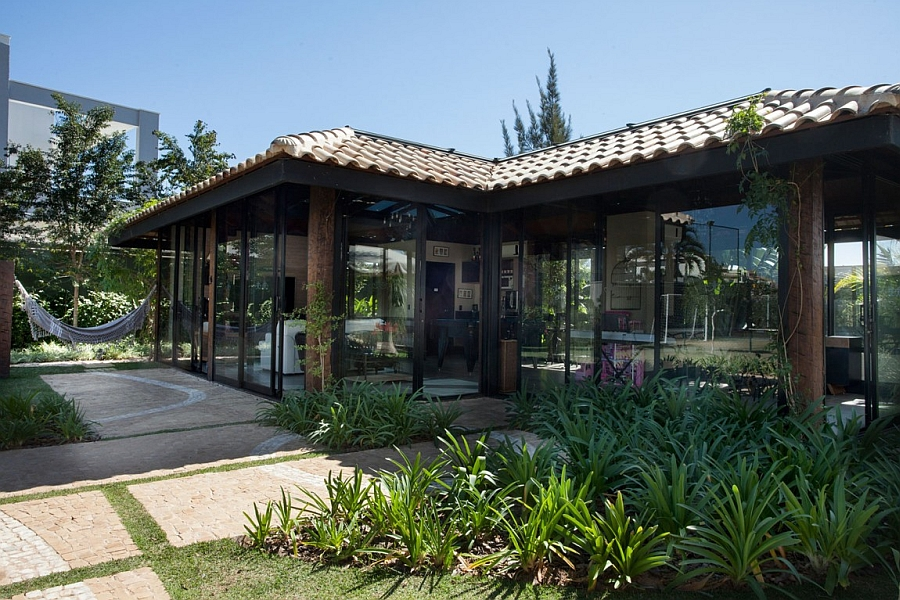 Outdoor glass pavillion of the Brazilian home