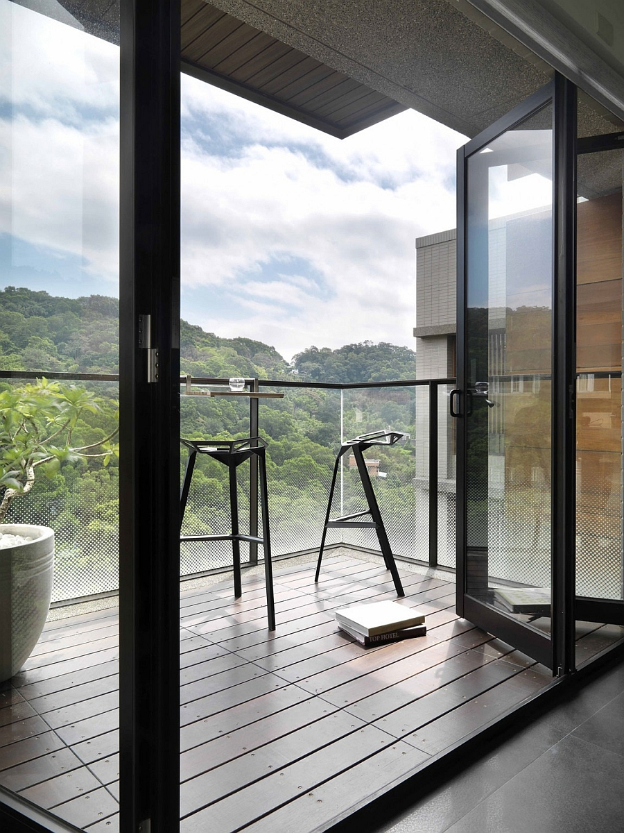Private balcony overlooking the national park canopy