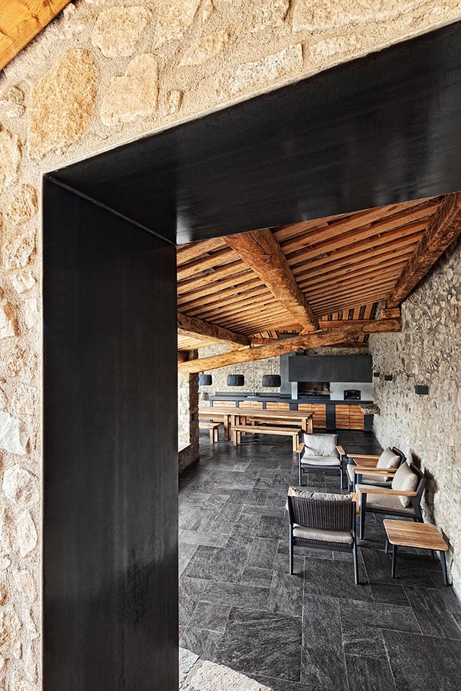 Renovated Spanish home has a beuatiful indoor-outdoor interplay