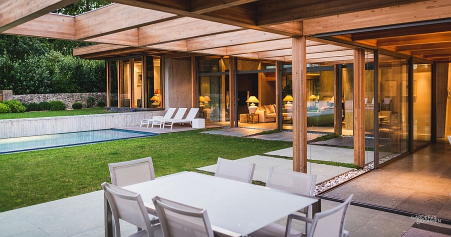 Seamless interface between the indoors and the backyard