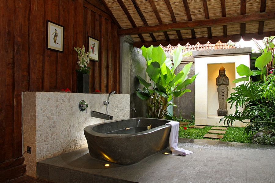 Ordinaire ... Semi Outdoor Bathroom With Its Own Zen Nook [Design: Iwan Sastrawiguna  Interior Design]
