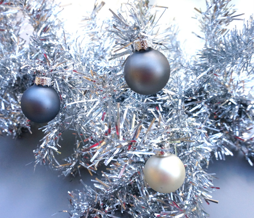 view in gallery silver christmas decorations - Christmas Decorating Tips