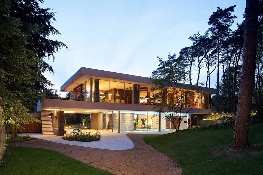 Smart Dutch Villa makes use of uneven landscape