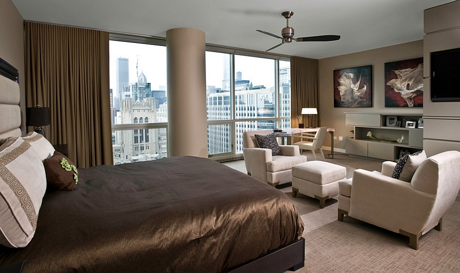 Spacious bedroom with a view of the Chicago skyline