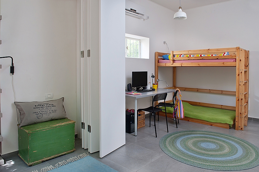 Spacious kids' bedroom design