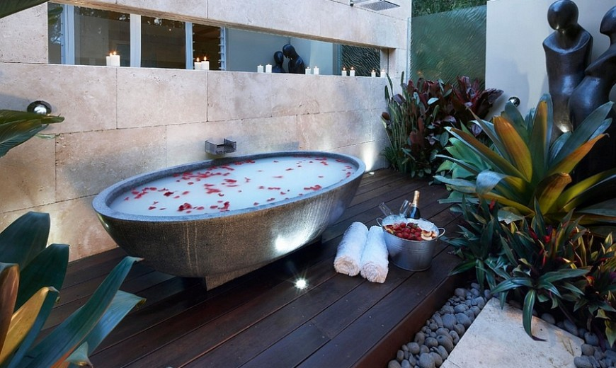 23 Amazing Inspirations that Take the Bathroom Outdoors!