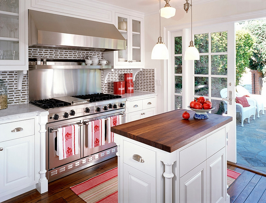 Try out the trend of mixed countertops in the kitchen [Design: Domoore Designs]