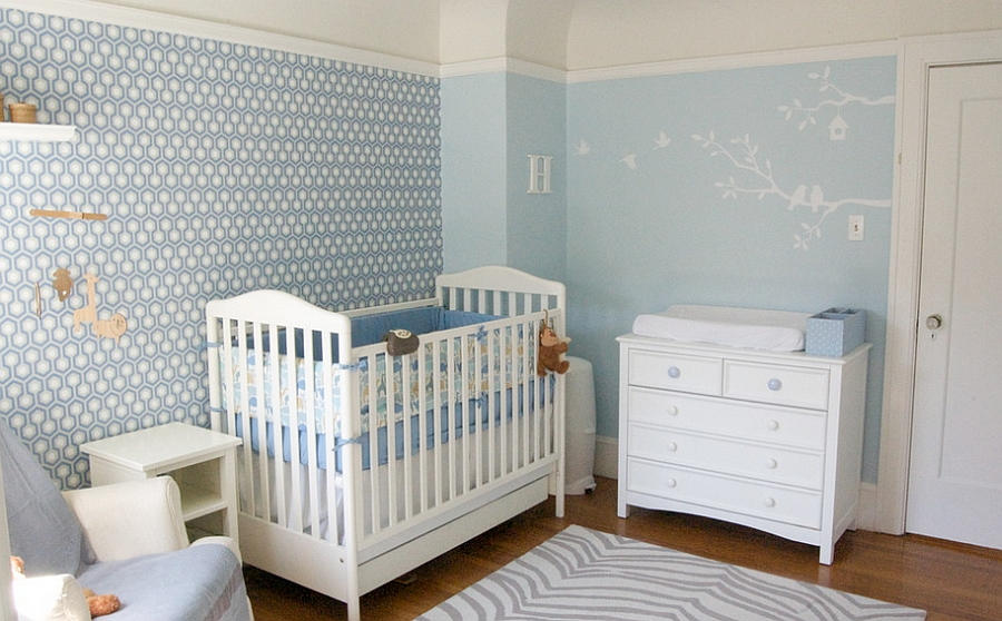 Using the iconic wallpaper with elegance in the blue modern nursery