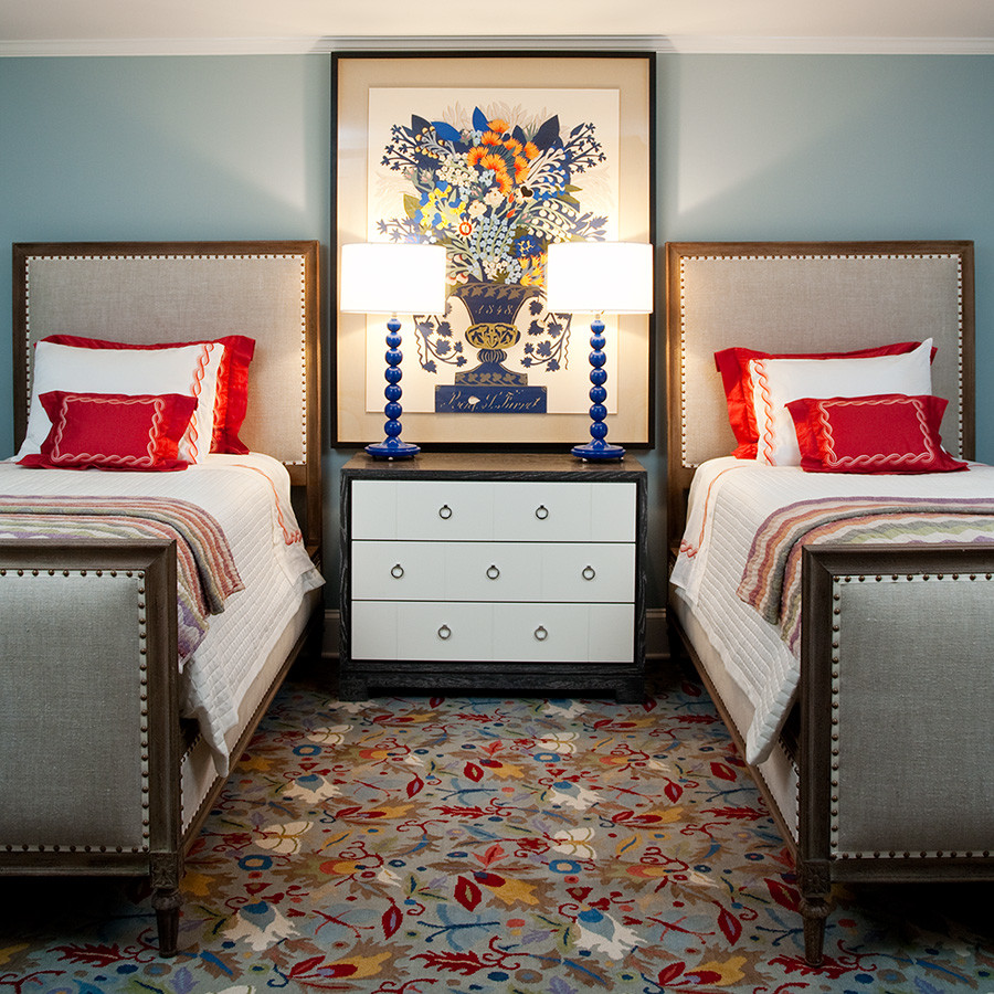 Wonderful use of table lamps to create symmetry in the bedroom