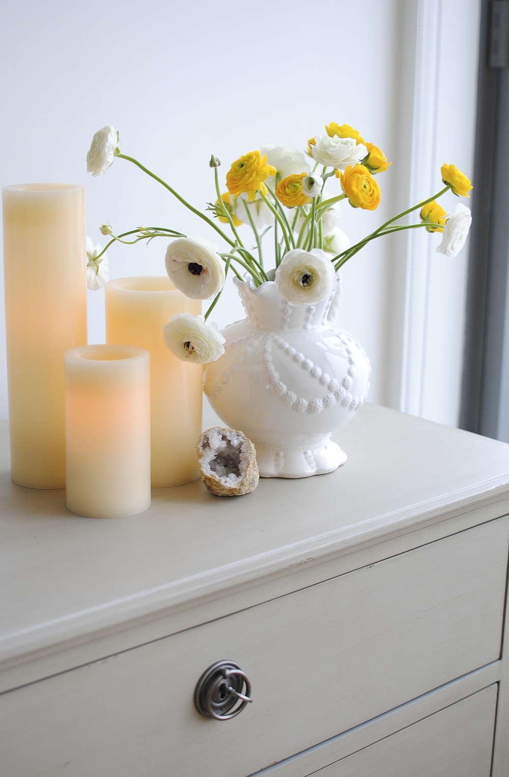 Wonderful way of decorating the sidetable with candles and flowers