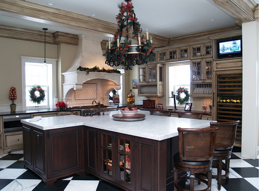 An easy way to add some Christmas charm to the kitchen [Design: Gertz Building]