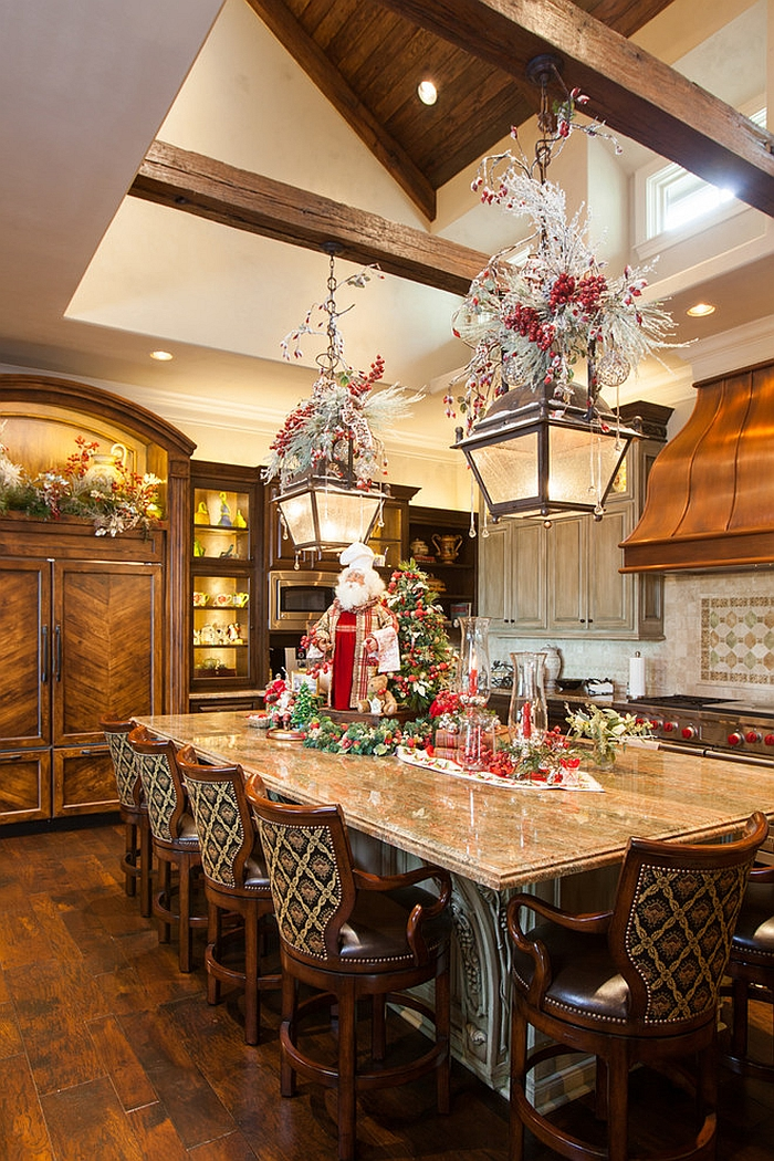 Beautiful Christmas kitchen decorating idea [Design: Regina Gust Designs]