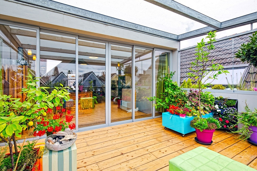 Dynamic dutch apartment wows with adaptable roof terrace for Terrace with roof