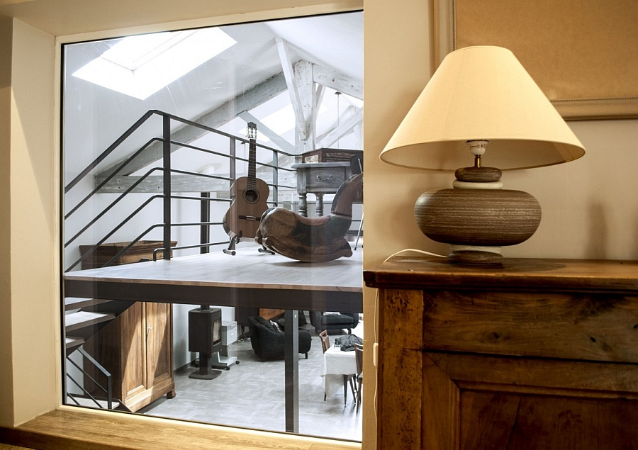 Beautiful table lamp and mirror in the hallway