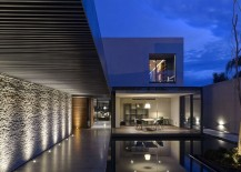 Beautifully-light-pathway-leading-to-the-living-area-of-the-LA-House-217x155