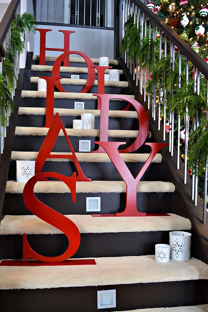 23 Gorgeous Staircase Christmas Decorating Ideas