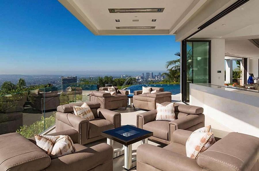 Breathtaking Beverley Hills home with an indoor-outdoor lounge