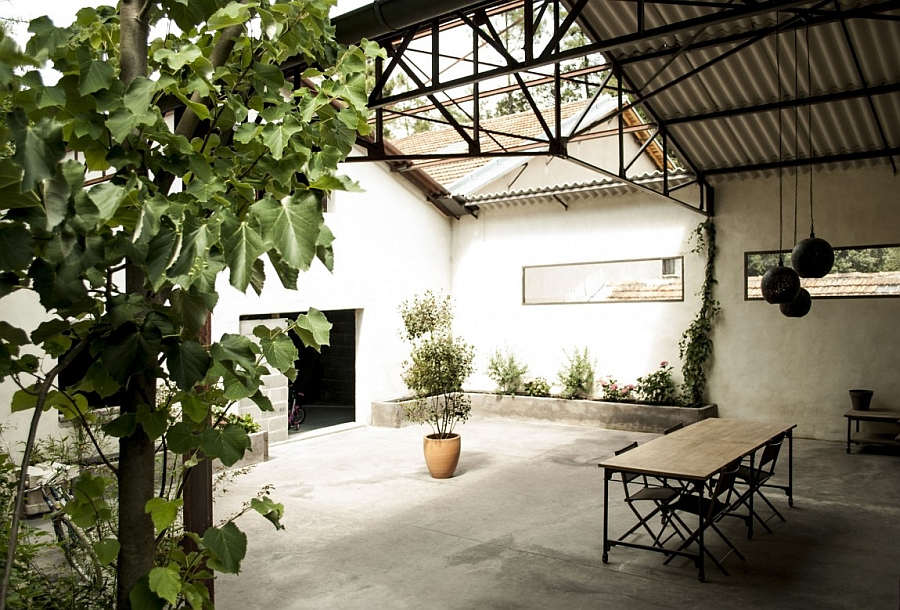 Central courtyard of the house with ample ventilation