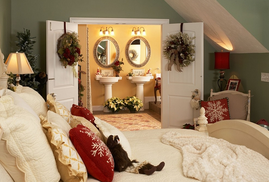 View in gallery Christmas decorating idea for the master bedroom [Design: Lori Currier Interiors] & 10 Christmas Bedroom Decorating Ideas Inspirations