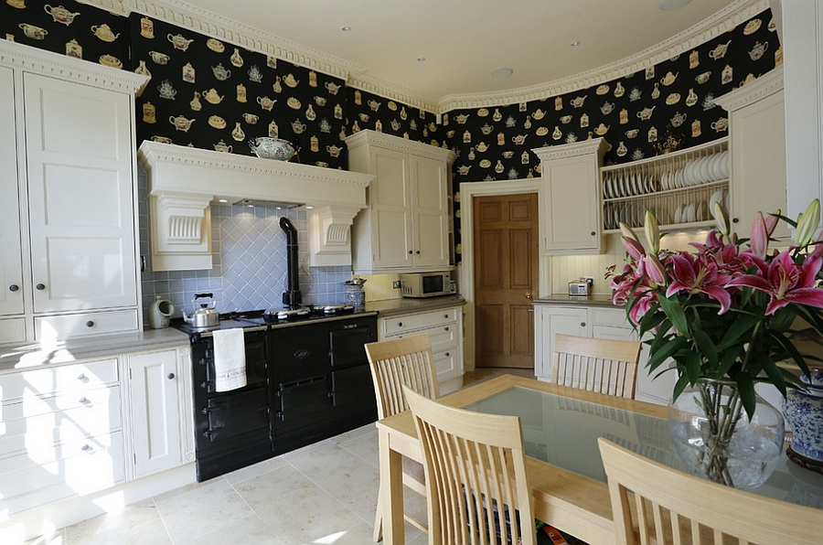 ... Classic Kitchen With The Teapot Wallpaper [Design: Stange Kraft]