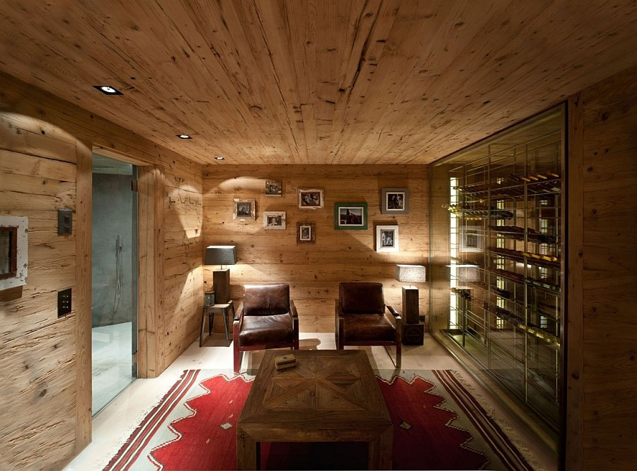 Cozy sitting room next to the wine cellar