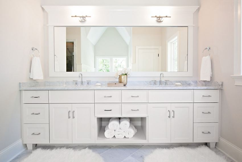 Cushy rug in a white bathroom
