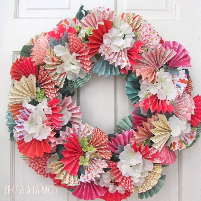 DIY paper fan wreath