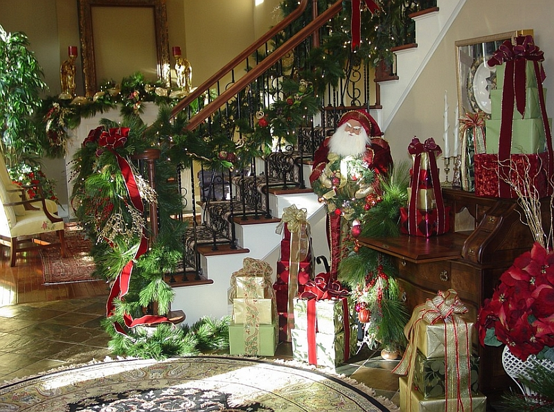 Deck the nook under the staircase with Christmas joy! [Design: Spagnolo Design]