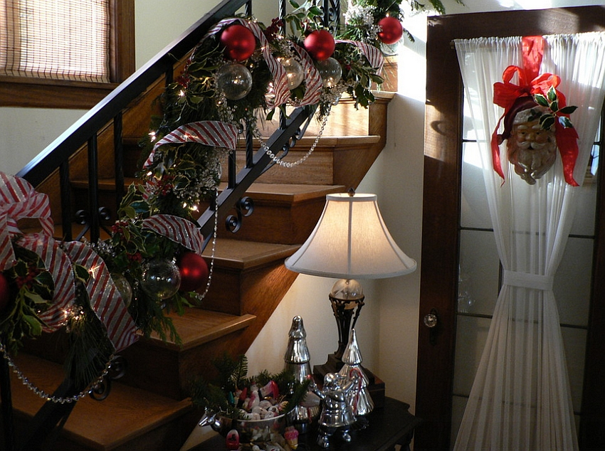 Decorate even the small staircase areas beautifully this Christmas [Design: Timothy De Clue Design]
