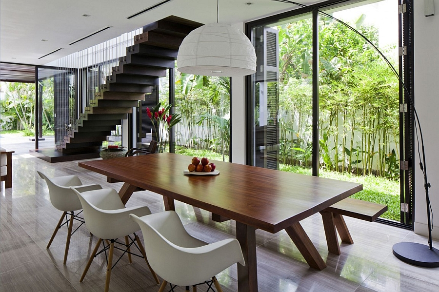 Eames chairs and oversized floor lamp at the dining table