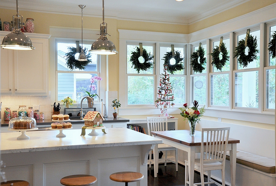 Elegant Christmas kitchen decor [Design: 2Scale Architects]