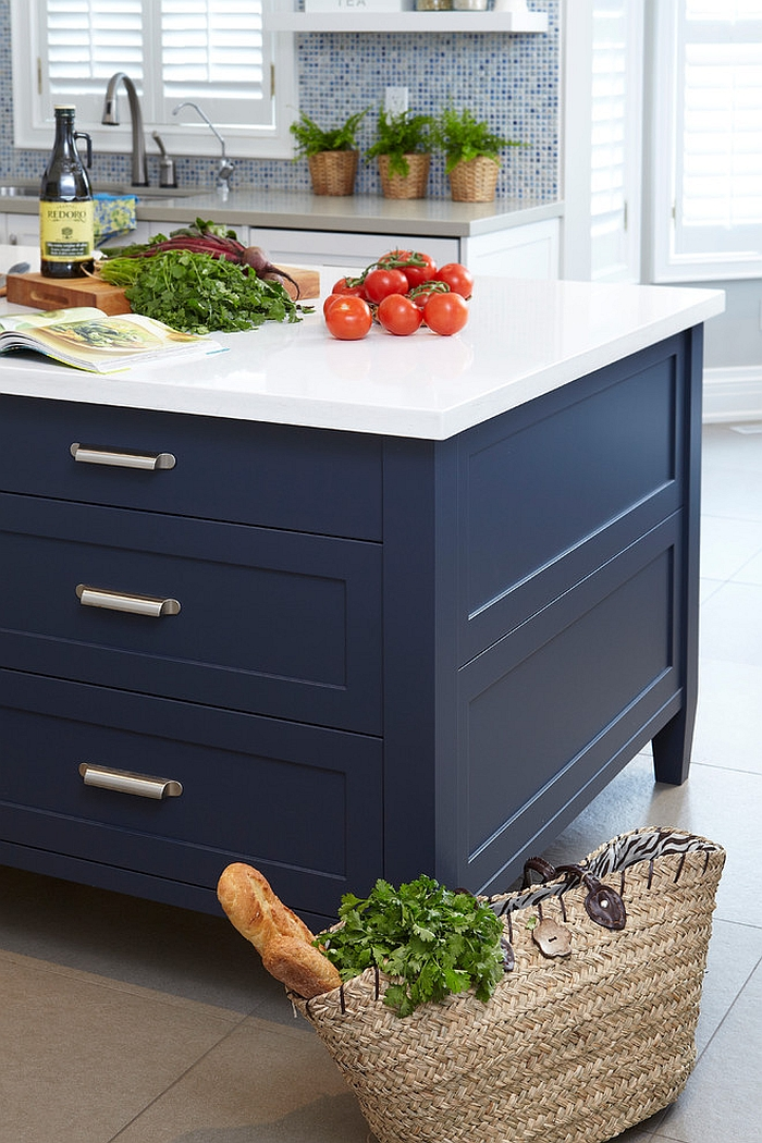 Fabulous kitchen island in Navy blue [Design: Sealy Design]