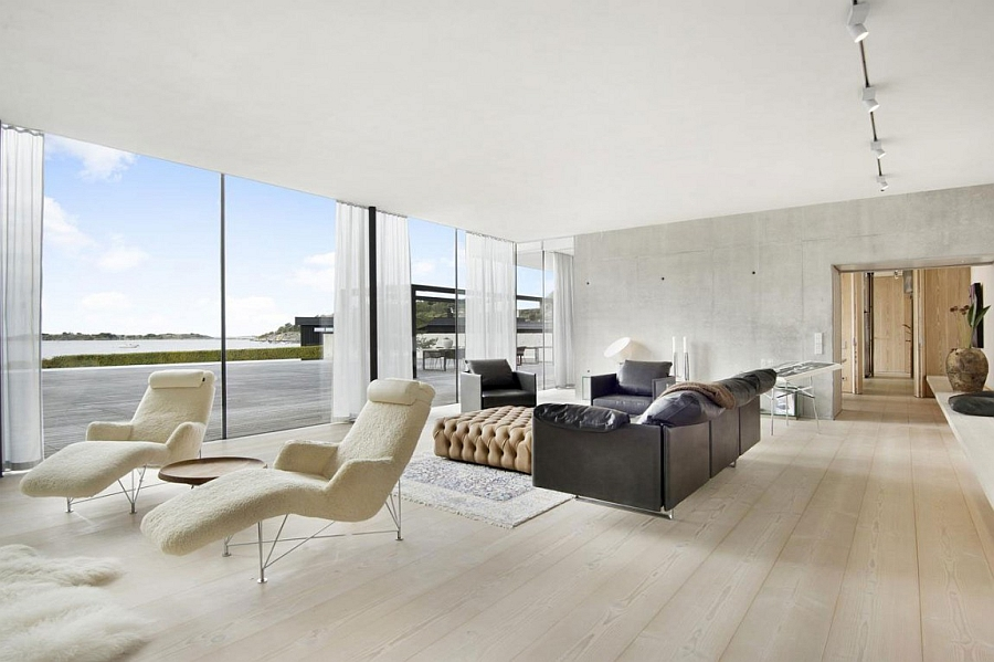 Fabulous living area opens up towards the beach and the sea