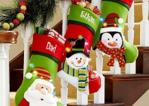 Fun-filled Christmas decorations for the staircase