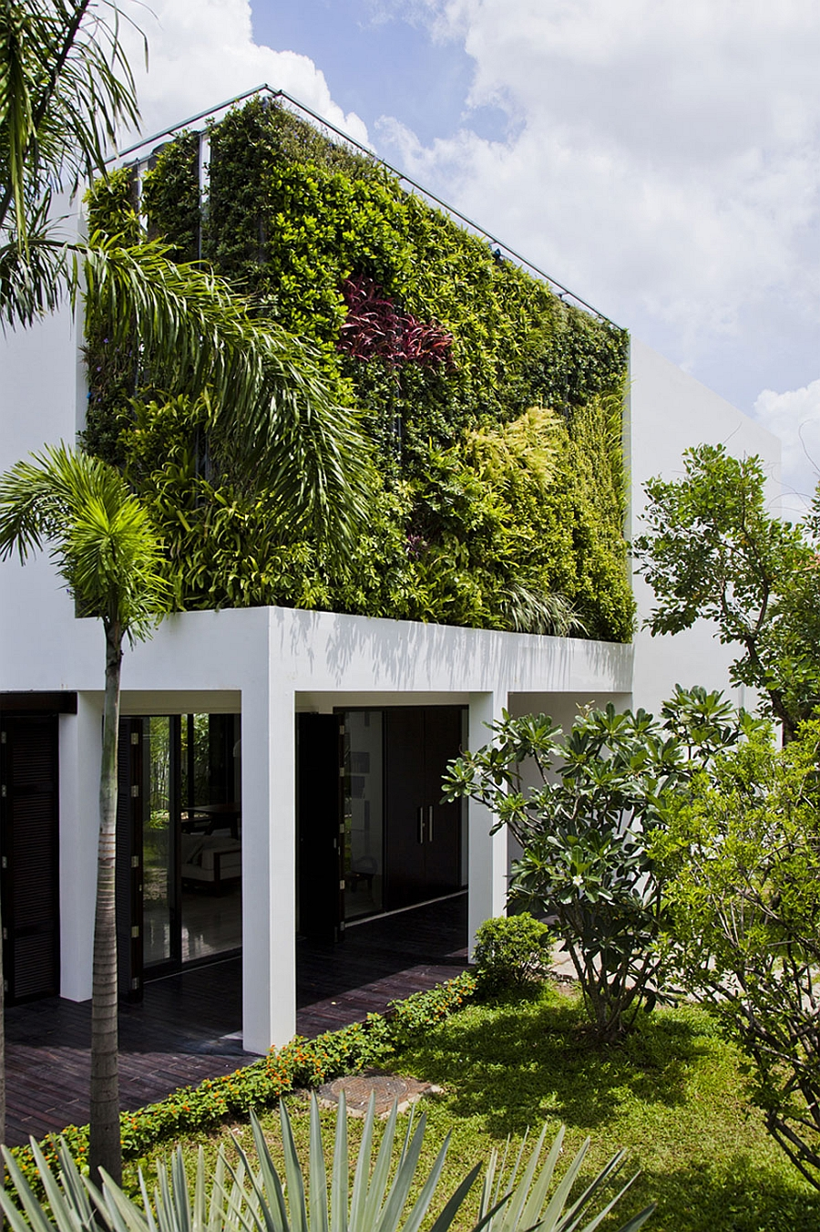 Green living wall steals the show in this private villa