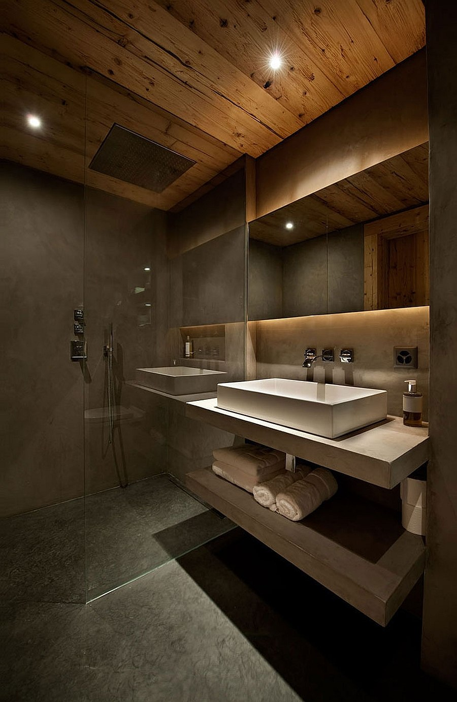 Grey tadelakt and white Turkish limestone shape the chalet bathroom