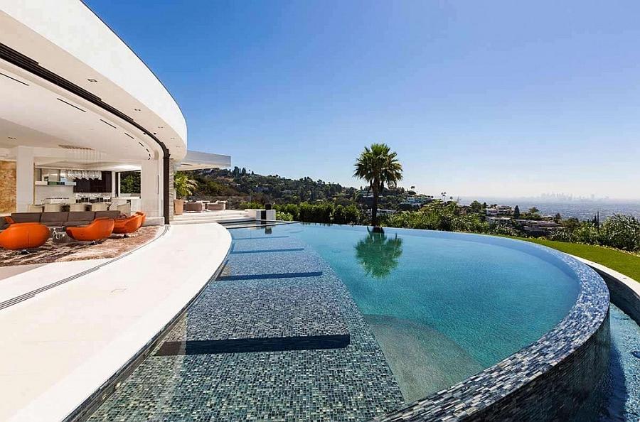 Infinity pool of the amazing LA bachelor pad