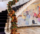 Innovative staircase garland with colors of fall