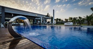 Jets of water also add a sculptural fetaure to the pool