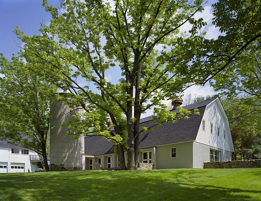 Modern Barn home in Connecticut reconstructed after a fire accident
