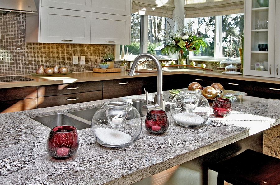 Modern Christmas decor idea for the kitchen [Design: Lori Pedersen Home Staging+Styling]