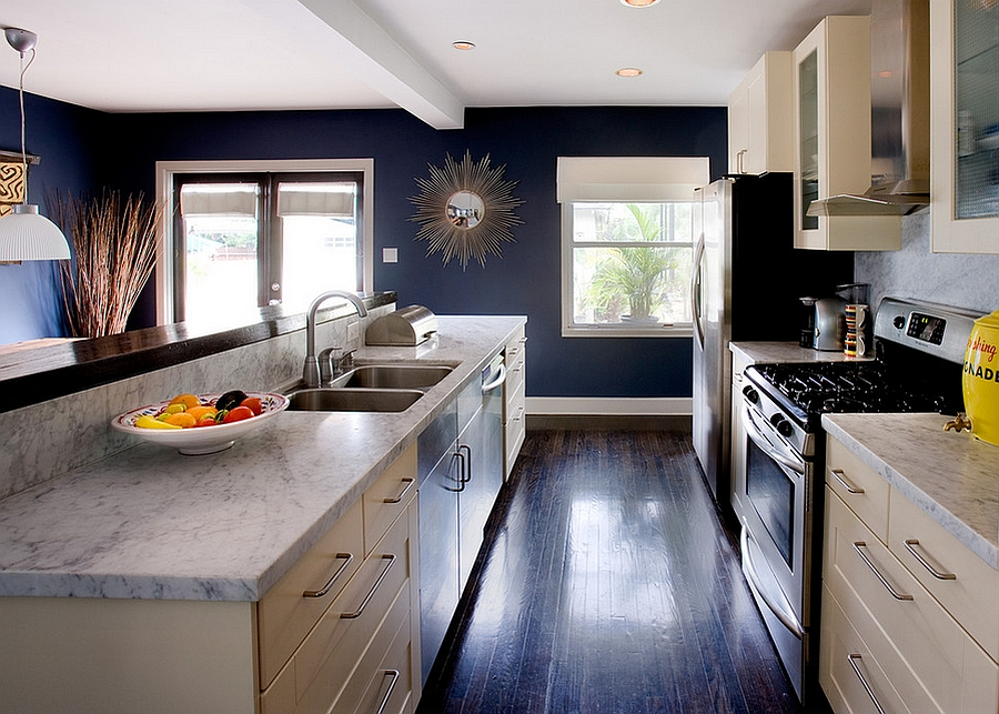 Navy blue walls transform the ambiance of the kitchen [Design: Erica Islas / EMI Interior Design]
