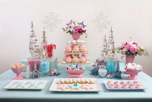 Pastel Christmas table with vintage flair