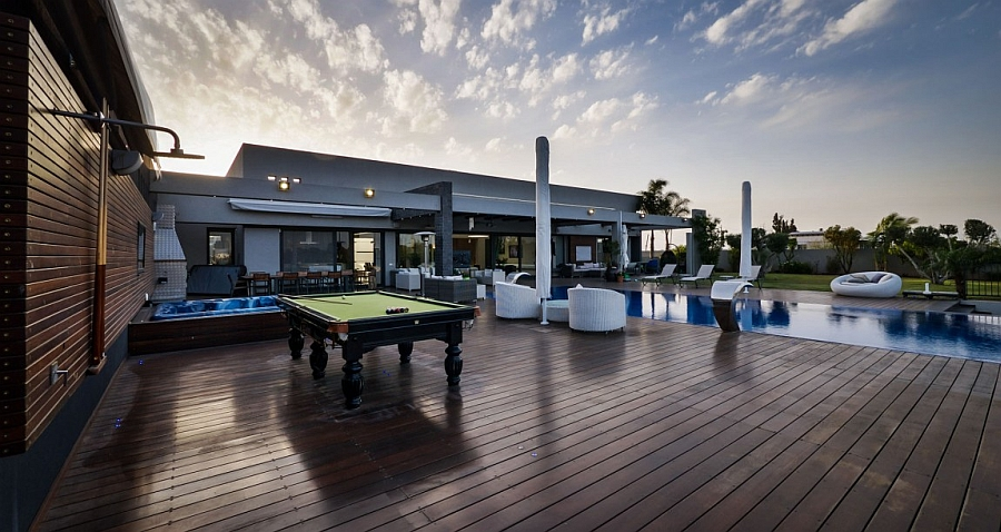 Pool table and jacuzzi on the outdoor deck!