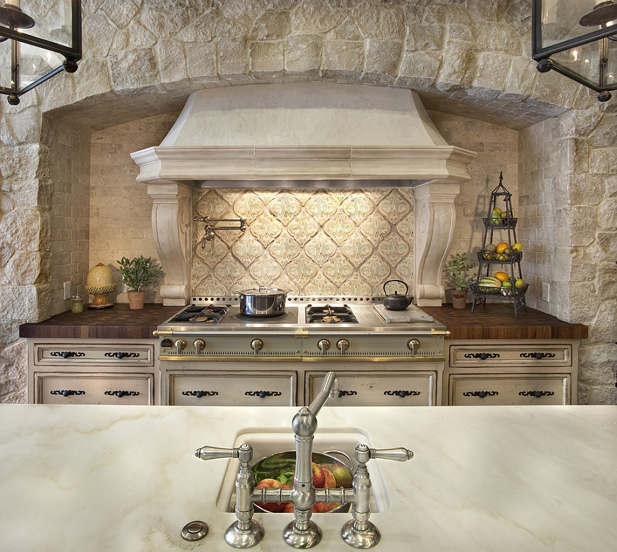 Range hood adds curves to the kitchen